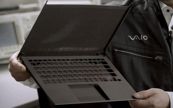 """VAIO Z具有""""3D模制""""碳纤维机身"""