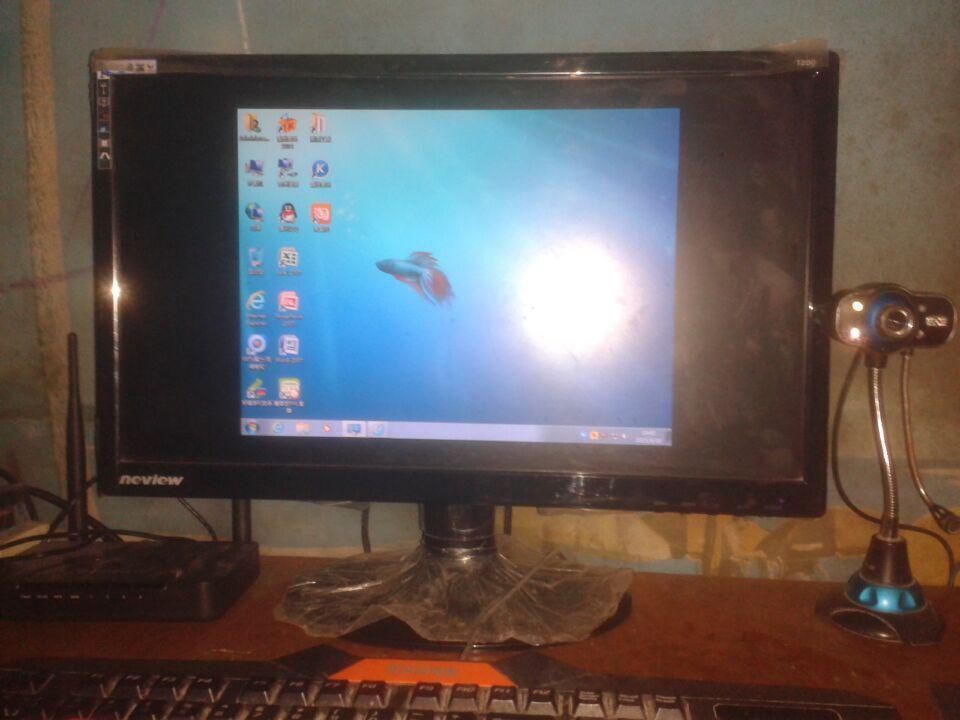 白云重装系统后桌面变小怎么办